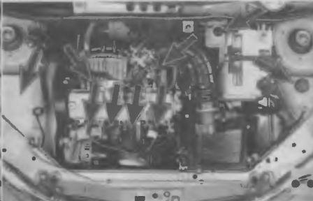 Проверяем крепление высоковольтных проводов на свечах зажигания двигателя