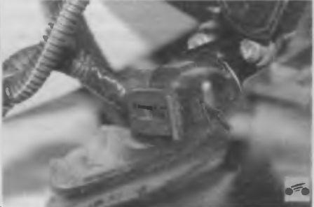 Регулятор холостого хода двигателя автомобиля Лада Калина