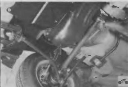 Проверяем, нет ли течи масла из картера двигателя автомобиля