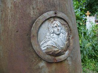 Памятник С. Цотт-Дмитриевой (фрагмент 2)