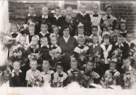 Первый класс Сергачской начальной школы № 18 (1964 г.)