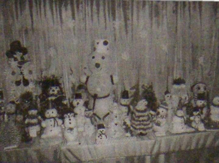 Выставка снеговиков