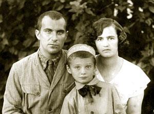 Леонид Александрович Ященко и его жена Вера с сыном Александром Леонидовичем-младшим