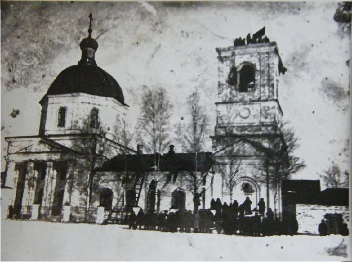 Храм в Кузьминке в период начала его разрушения