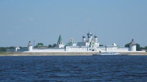 Вид с Волги на Макарьевский монастырь