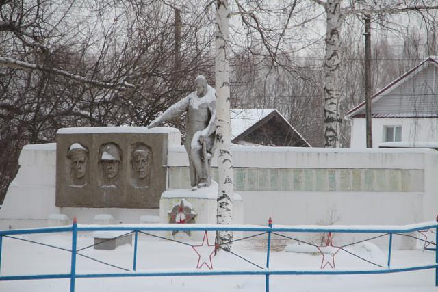 Ачка. Памятник погибшим в ВОВ.
