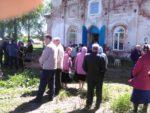 Прихожане перед службой в храме иконы Казанской богоматери в Кузьминке