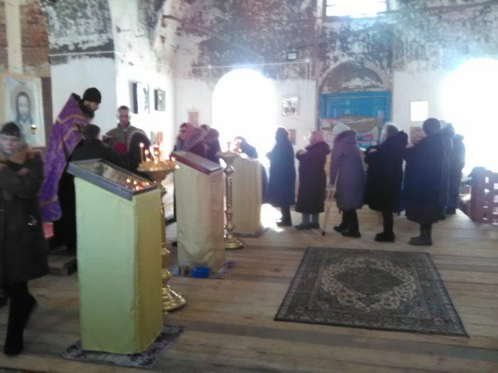 Причастие прихожан в храме иконы Казанской богоматери в Кузьминке