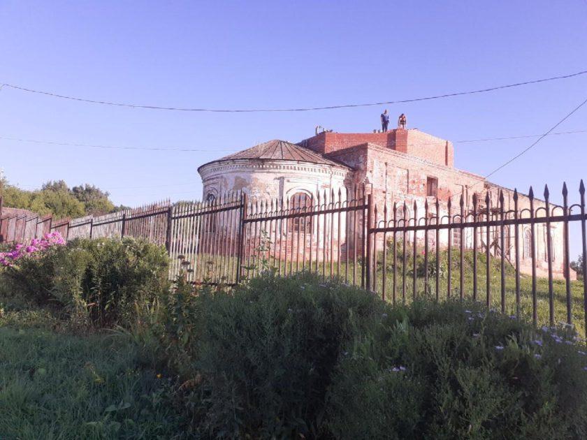 Восстановительные работы на храме в Толбе