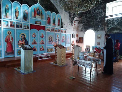Иконостас в храме в Кузьминке